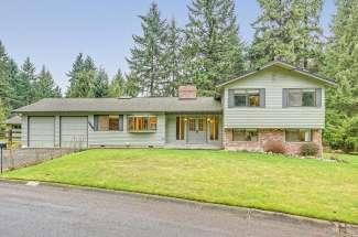 Tri-Level on .8 Acres | Bridle Trails | Bellevue