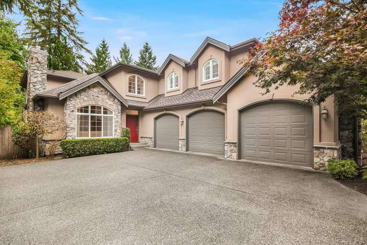 Inviting Two-Story | Enatai | Bellevue xxx