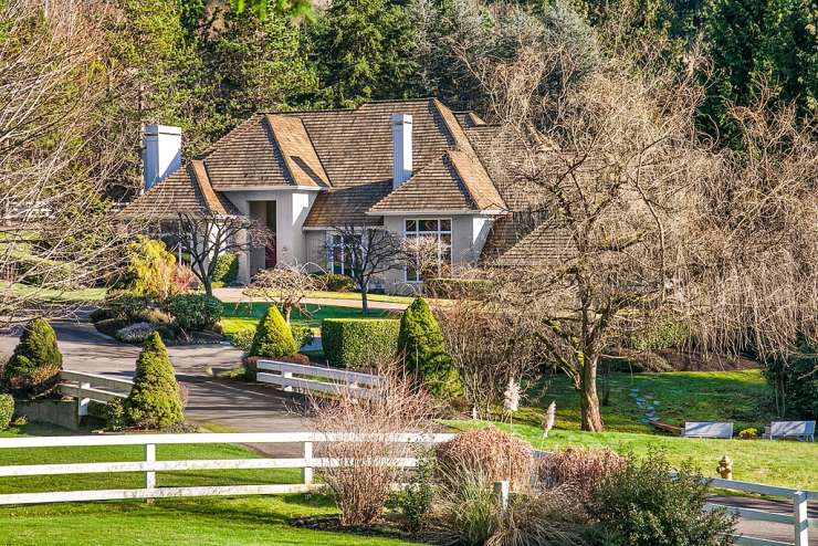 Elegant Two-Story | Bridle Trails | Bellevue xxx